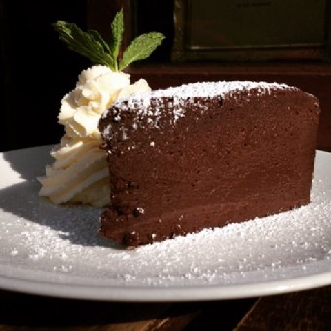 Noir-Flourless-Chocolate-Cake-sm